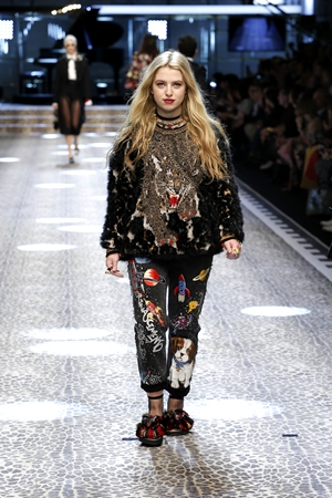 Dolce&Gabbana_women's fashion show FW17-18_Runway images (27)