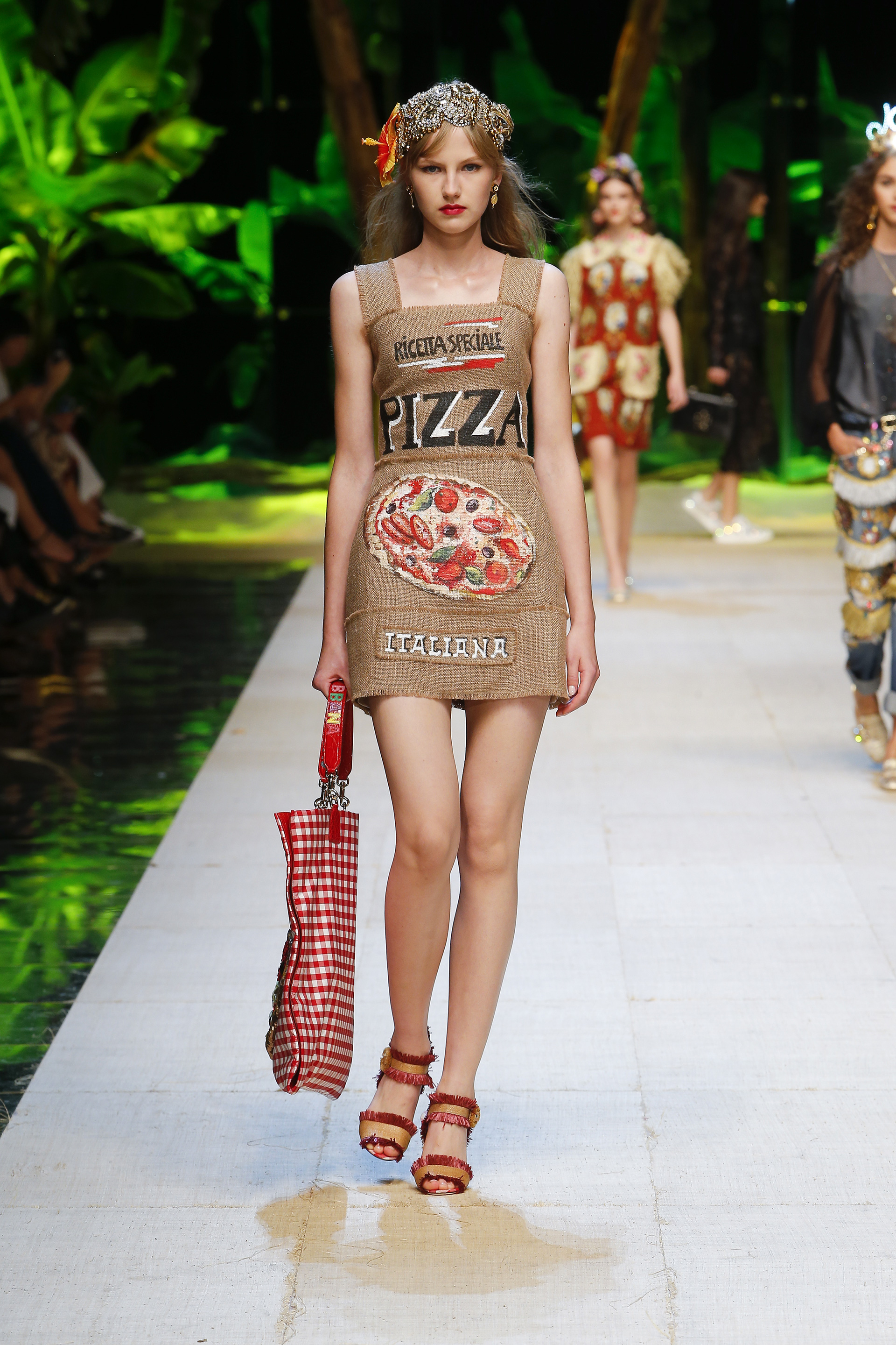 dolce-and-gabbana-summer-2017-women-fashion-show-runway-45