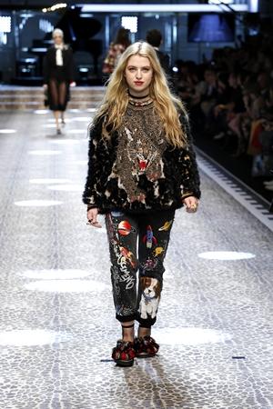 Dolce&Gabbana_women's fashion show FW17-18_Runway images (27)