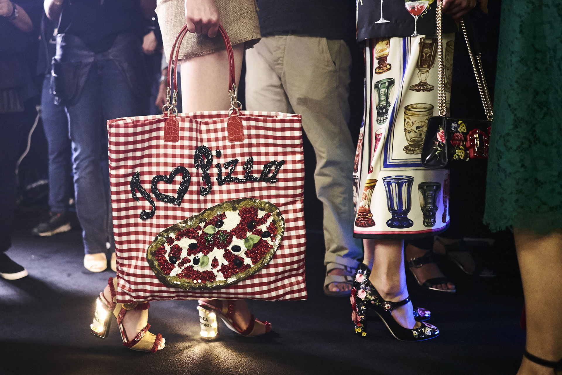 dolce-and-gabbana-summer-2017-women-fashion-show-backstage-97